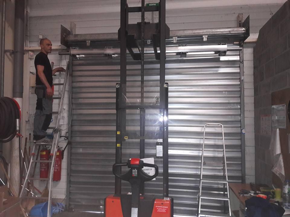Comment installer un rideau métallique